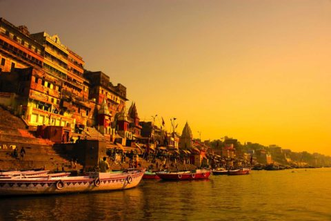 Trianguló de Oro con Varanasi